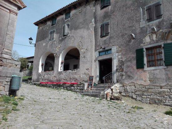 "Roc, Kroatia: Wine bar and Shop ""Raboš"" HUM"