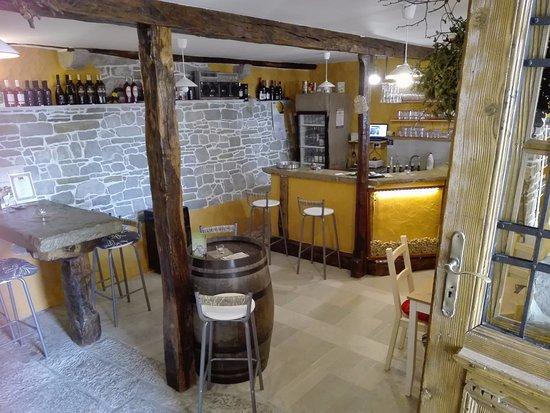 Roc, Croacia: inside winw bar!