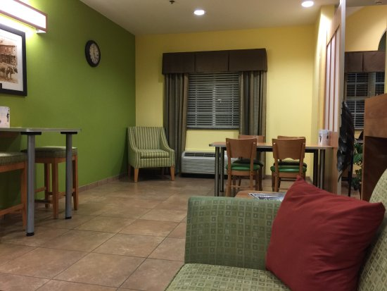Microtel Inn & Suites by Wyndham Tuscumbia/Muscle Shoals: photo2.jpg