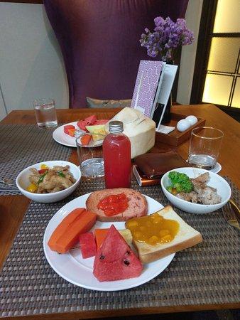 Hansar Bangkok Hotel: The breakfast was awesome!