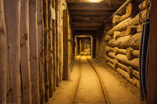 Auschwitz Krakow - Tours : Wieliczka Salt Mine - As you can see, the crowds are at ground level only