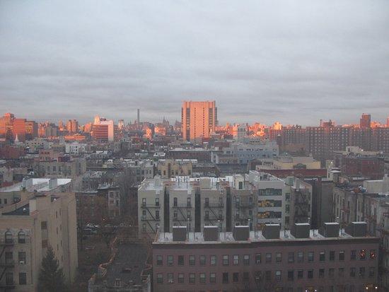 The Harlem YMCA: 夜明けのハーレム