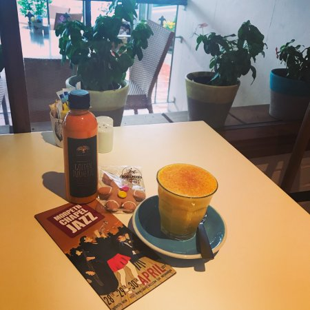 Morpeth, Australie : Yum! Tumeric latte. So good!