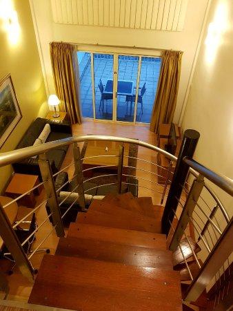 Holiday Inn Kuala Lumpur Glenmarie: Duplex suite staircase