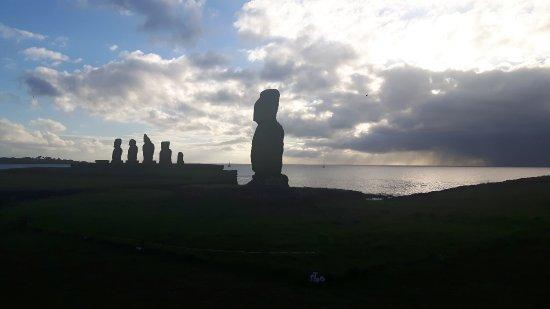Easter Island Travel: 20170307_215501_large.jpg