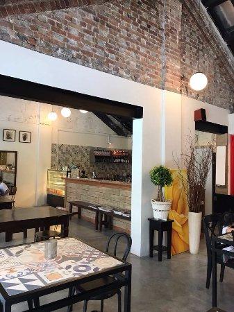 Peter Hoe Cafe
