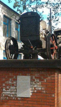 Yanaul, Ryssland: Памятник трактору, Янаул.
