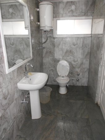 Hotel Beas (HPTDC) : Bathroom of room no 306