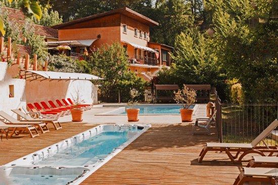 Villelaure, France: espaces piscines