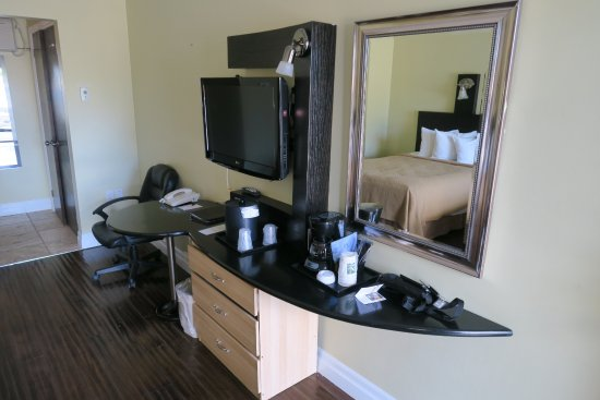 Quality Hotel Fallsview Cascade : Accessories in the room