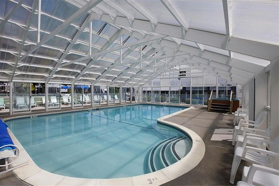 Americas Best Value Inn & Suites Lake George: Pool Area