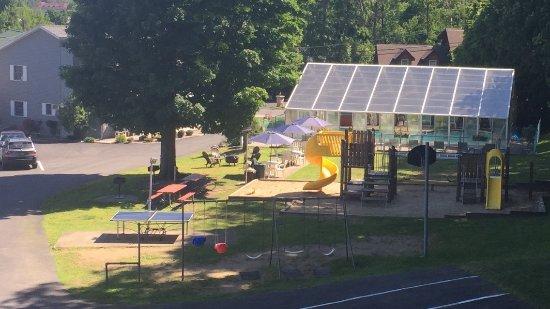 Americas Best Value Inn & Suites Lake George : Playground and Pool