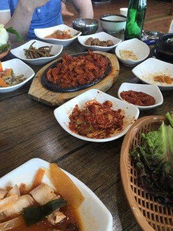 Icheon, เกาหลีใต้: 이천 꺼먹돼지의 돼지 불고기