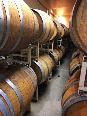 Philo, Californien: All sizes of barrels
