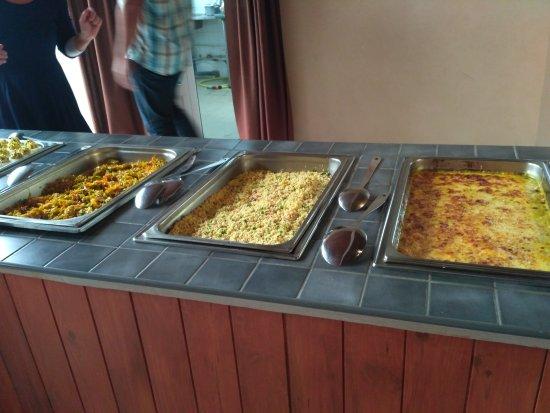 Bourg-Murat, Reunión: Nous  avons  apprécié  le repas ainsi que l'accueil  chaleureux. Spacieux  et propre.