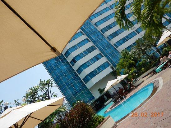 Hotel Windsor Suites & Convention Bangkok : Basseng på. etasje