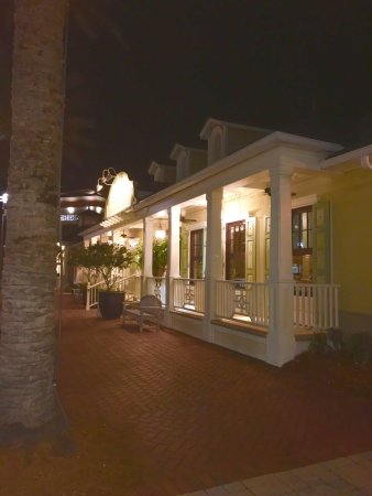 Tommy Bahama's Restaurant & Bar: photo1.jpg