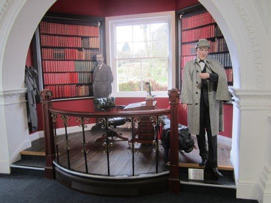 Princetown, UK: Sherlock Holmes-Sir Arthur Conan Doyle display.