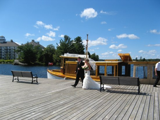 Port Carling, แคนาดา: Sunset Cruises Idyllwood ideal venue for your special wedding day!