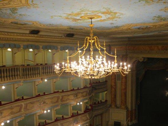 Lampadario Da Ingresso : Lampadario ingresso foto di teatro zandonai rovereto tripadvisor