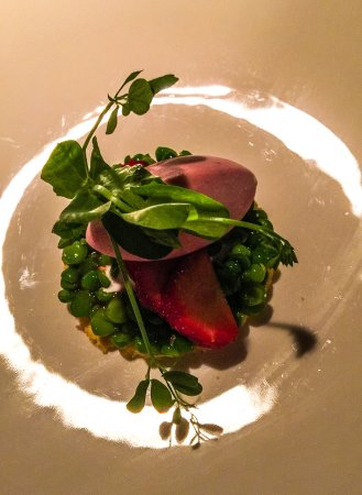 Glass Hostaria: Peas and strawberry