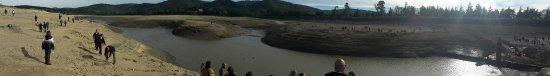 Revel, France: un joli panoramique du lac lors de la vidange