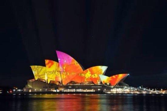 Opera Australia: photo1.jpg