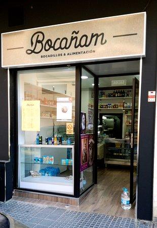 2a138fb1257 Esta es la fachada de la tienda. - Picture of Bocanam
