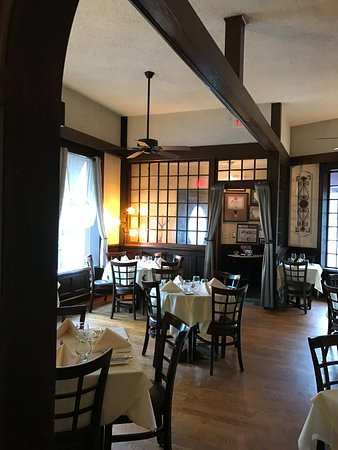 Village Green Restaurant: The front room