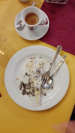 Barbarossa: Dolce, torta sbrisola. Molto molto buona!