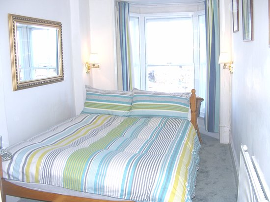 Harbour View Guest House: Front ensuite room 3a overlooking the harbour