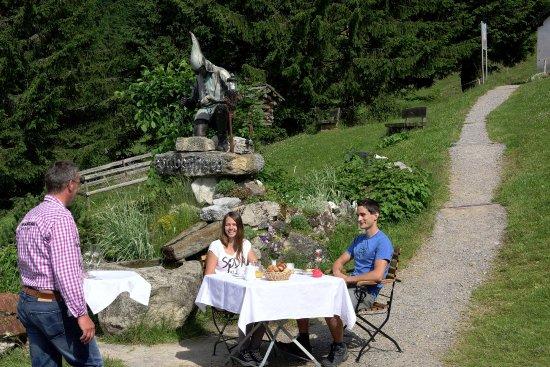Silbertal, Austria: Bergfrühstück am Kristberg, dem Genießerberg im Montafon
