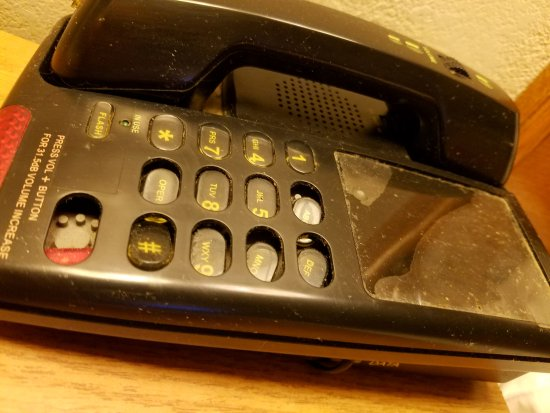 Americas Best Value Inn - Needles: Would you like to talk on this phone?