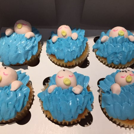 Osterville, Массачусетс: Baby shower cupcakes