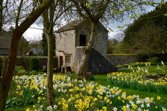Eyam Hall & Craft Centre: The gardeners lodge.
