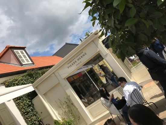 Le magasins ou je craque chaque fois chez pierre herm picture of la vallee village serris - Magasin marne la vallee ...