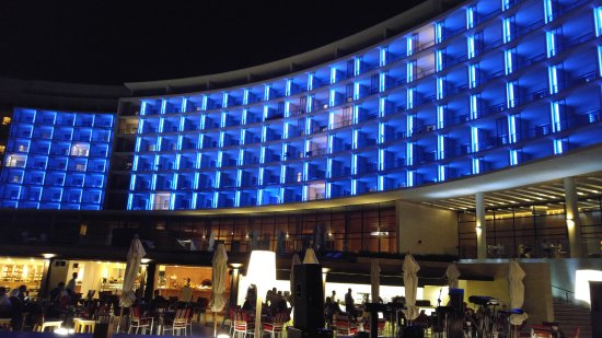 Kempinski Hotel Aqaba Red Sea: Hotel in the evening