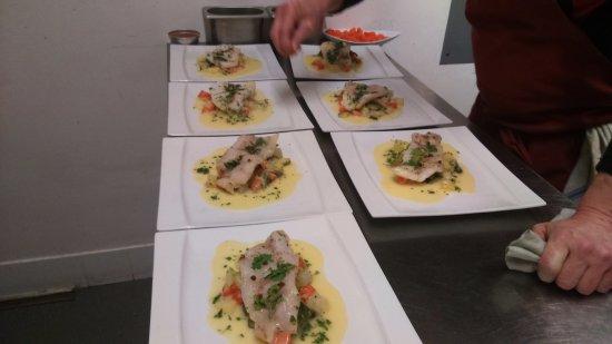 envoi des assiettes de poisson du jour et ses légumes frais