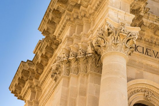 Duomo di Siracusa: Very Pretty and Detailed Baroque Facade