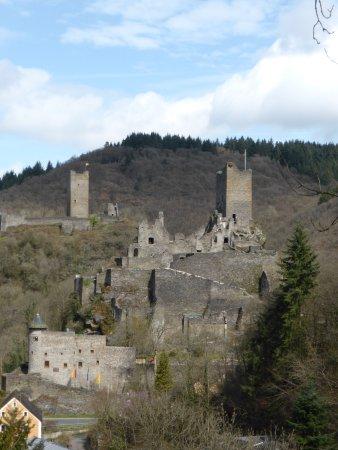 Manderscheid, Alemania: Niederburg met op achtergrond de Oberburg