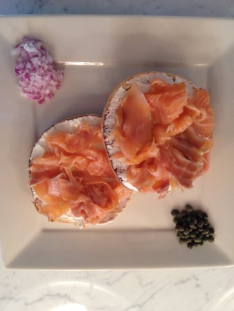 Chatham, État de New York : Bagel with Nova lox and cream cheese