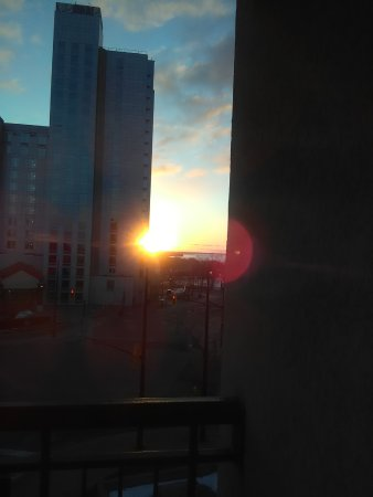 Comfort Inn Fallsview: This is the only view you will have.