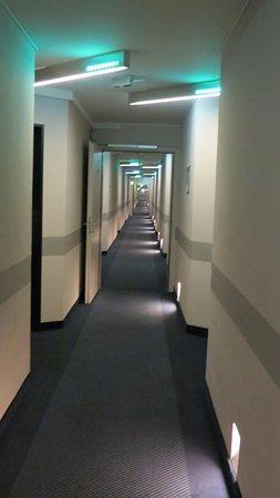 IntercityHotel Kiel: Hallway or mirror image, Hellooooo