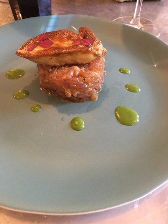 Carpaccio de thon avec foie gras chaud