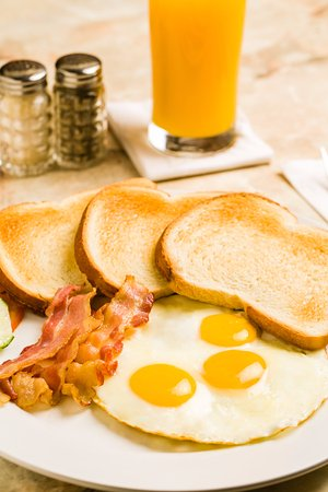 Linda's Dutch Pancakes : Fried eggs with Bacon