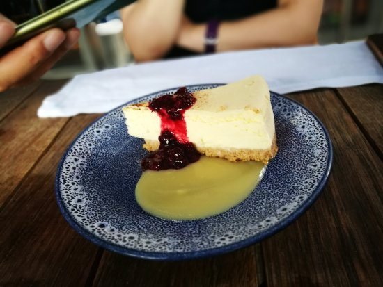 Sonning on Thames, UK: Really nice cheesecake!
