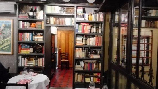 Credenza Da Cucina : Particolare di una parte della sala da pranzo vecchia credenza