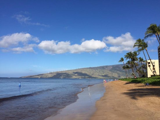 Kihei Sands Beachfront Condominiums: this is the view from the Kihei Sands patio. perfect