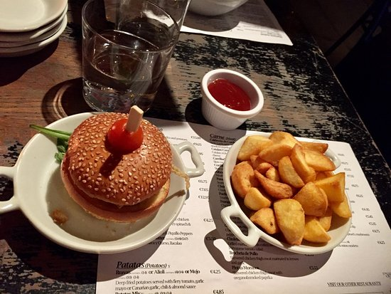 The Port House: Patatas Bravas and pork slider