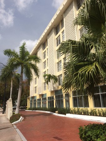 Courtyard Miami Coral Gables: From The Street